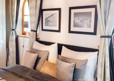 villa-schlafzimmer-bett