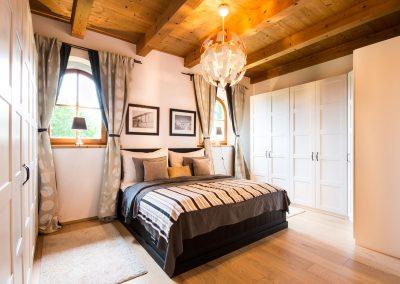villa-schlafzimmer-schraenke