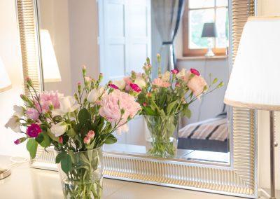 villa-spiegel-blumen